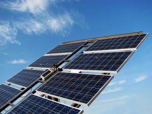 sol giver strøm på solcelleanlæg